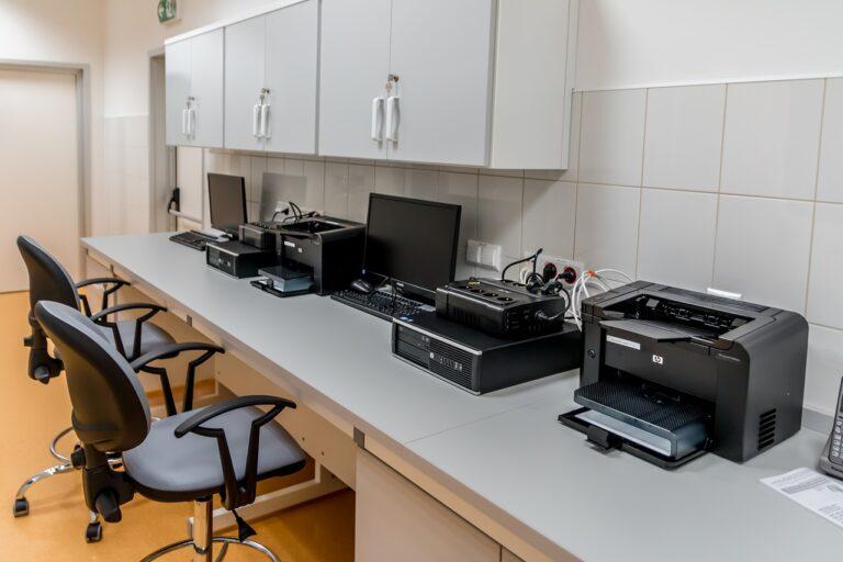 Jakie drukarki wybierać do małych i średnich firm?