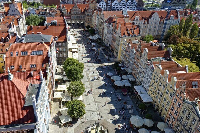 Dawniej i dziś – Społeczne znaczenie największych placów Gdańska