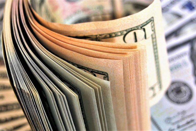 Outsourcing na rzecz instytucji finansowych czy fundusz sekurytyzacyjny?